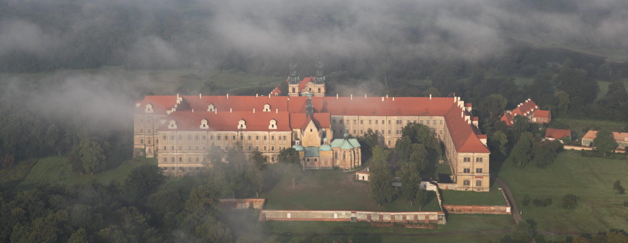 Klasztor Lubiąż na Szlaku Odry w Kraina Łęgów Odrzańskich