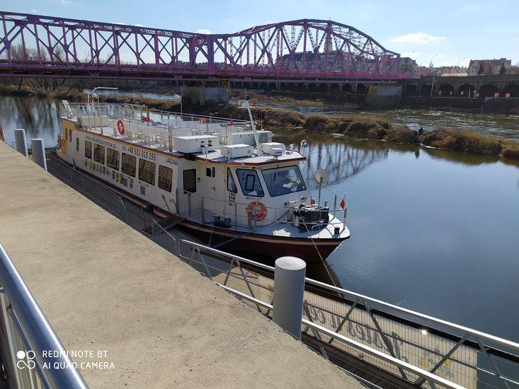 Statek pasażerski Laguna na szlaku Odry